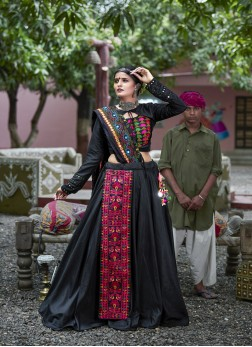Beauteous Black Color Traditional Ghagrachoi