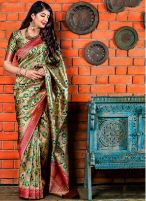 Designer Saree Woven Banarasi Silk in Green