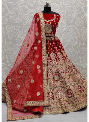 Mirror Crafted And Embroidered Bridal Lehengacholi In Red
