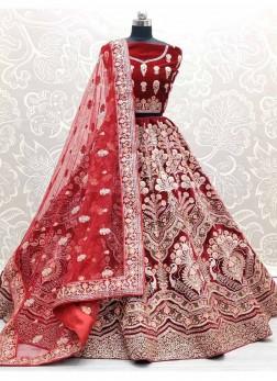 Very Pretty Look Bridal Wear This Lehenga Choli In Red