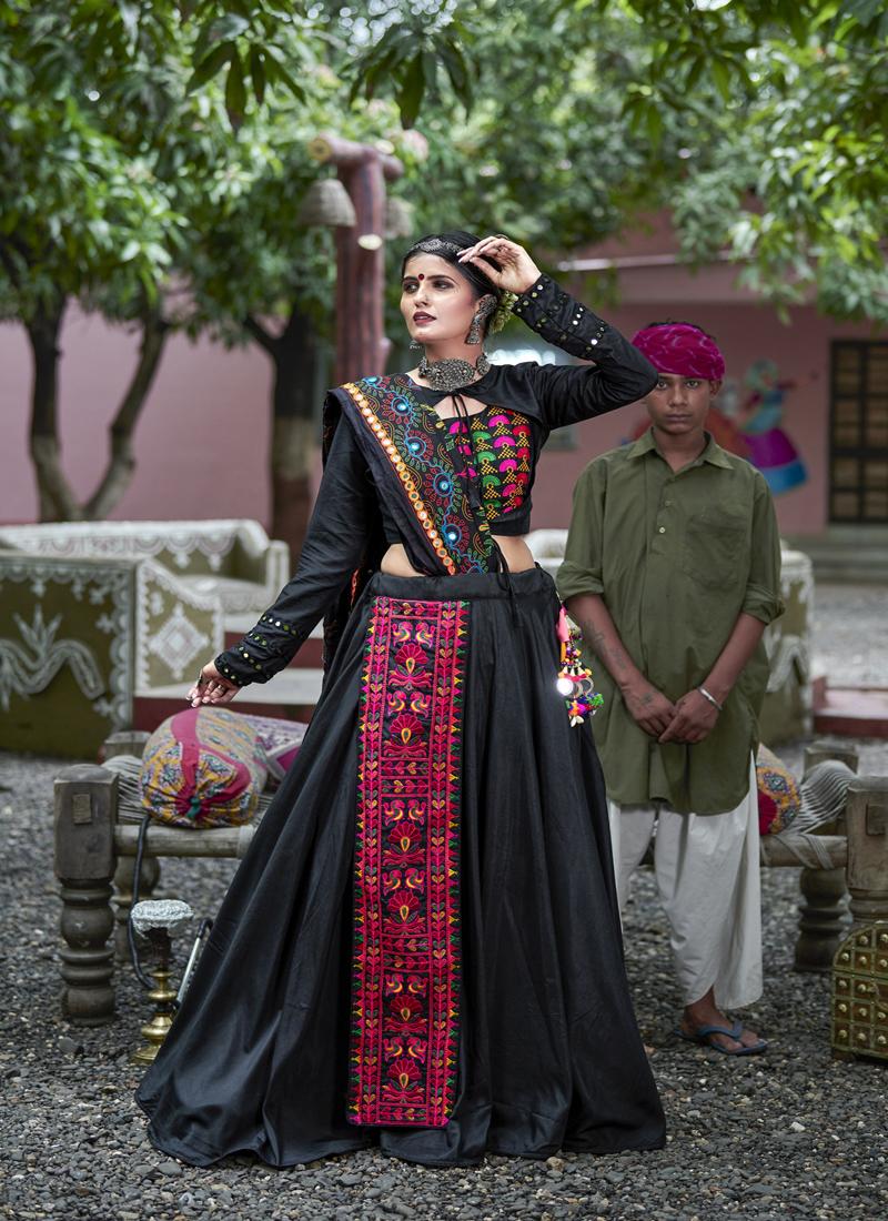 Beauteous Black Color Traditional Ghagrachoi