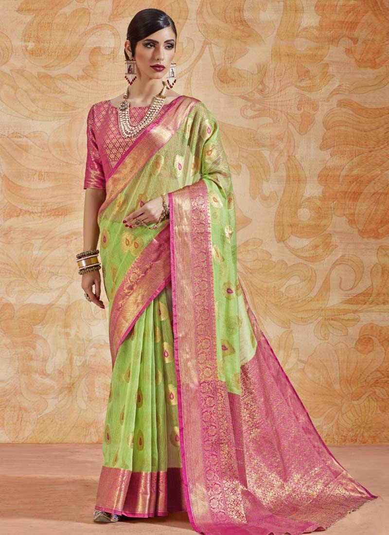 Invaluable Handloom silk Abstract Print Green Classic Saree