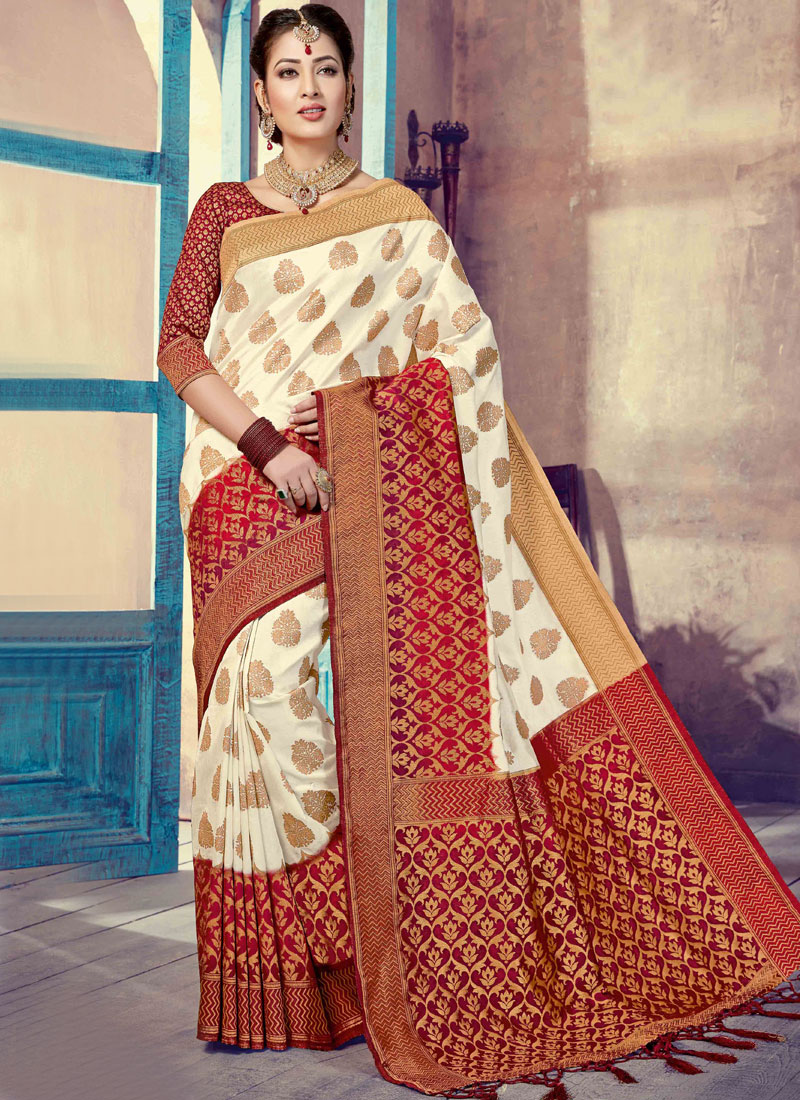 Marvelous Traditional Designer Saree For Wedding